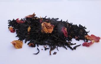Té-negro-capullos-rosas
